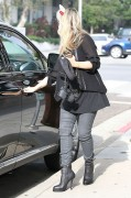 Sarah Michelle Gellar in Santa Monica (oct 31, 2012)