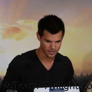 Imagenes/Videos Promocion de Amanecer Part 2 (USA) 12c27c218231236