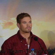 Imagenes/Videos Promocion de Amanecer Part 2 (USA) F0af9e218235551