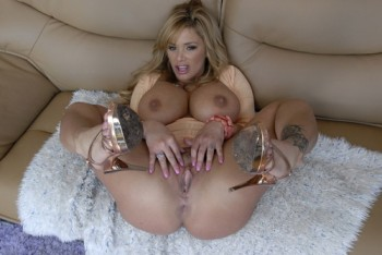 Charming Shyla Stylez gives a fuck in the ass!