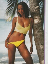 Tyra Banks: Very Sexy Bikini Pic: HQ x 1