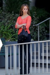 "c9e0fb220430783 Jennifer Love Hewitt   in L. A. on ""The Client List"" set   Nov. 11, 2012   22 HQ candids"