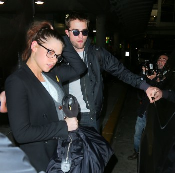 Robsten - Imagenes/Videos de Paparazzi / Estudio/ Eventos etc. - Página 10 1b6f9f222008683