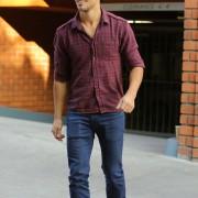 Taylor Lautner - Imagenes/Videos de Paparazzi / Estudio/ Eventos etc. - Página 38 7c844b224496098