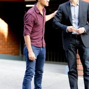 Taylor Lautner - Imagenes/Videos de Paparazzi / Estudio/ Eventos etc. - Página 38 C05265224497255
