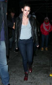 Kristen Stewart - Imagenes/Videos de Paparazzi / Estudio/ Eventos etc. - Página 31 D9cb6b225749419