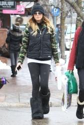 Daisy Fuentes - Christmas shopping in Aspen 12/24/12