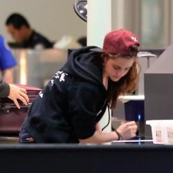 Kristen Stewart - Imagenes/Videos de Paparazzi / Estudio/ Eventos etc. - Página 31 C7f02b229010198