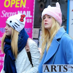 Dakota Fanning / Michael Sheen - Imagenes/Videos de Paparazzi / Estudio/ Eventos etc. - Página 6 Cadc23230666044