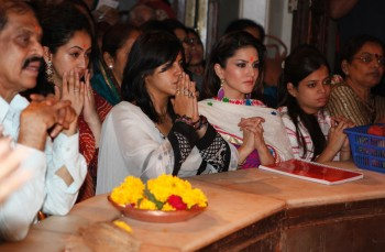 Sunny Leone visits Siddhivinayak Temple in Prabhadevi, Mumbai on January 15, 2013 - x15 HQ