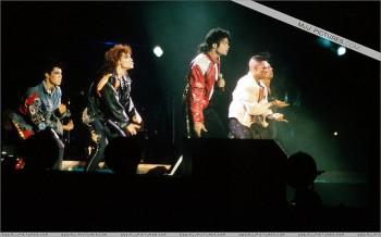 BAD WORLD TOUR  4bb7eb232519908
