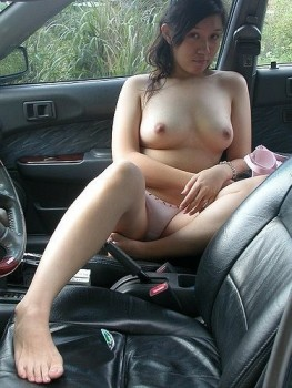 nyangkut di mobil trus buka bukan deh