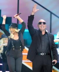 [Fotos+Video] Pitbull & Christina Aguilera cantaron en los Kids' Choice Awards 2013 - Página 4 Be016d245124098