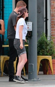 Robsten - Imagenes/Videos de Paparazzi / Estudio/ Eventos etc. - Página 10 4f36e7247313097