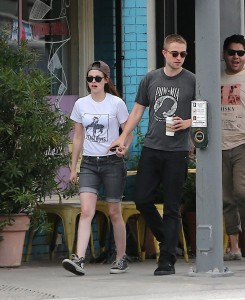 Robsten - Imagenes/Videos de Paparazzi / Estudio/ Eventos etc. - Página 10 530f44247312924