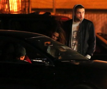 Robsten - Imagenes/Videos de Paparazzi / Estudio/ Eventos etc. - Página 10 26b6fd248201519