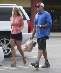 Britney Spears - Shopping at Ralphs 4/13/13