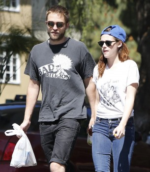 Robsten - Imagenes/Videos de Paparazzi / Estudio/ Eventos etc. - Página 10 90e4c7249860199
