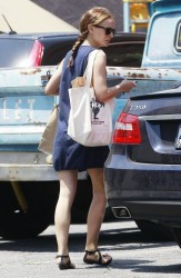 Natalie Portman - grocery shopping in Los Feliz 5/4/13