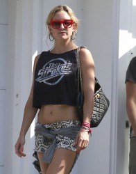 Kate Hudson - leaves her house in LA 5/4/13