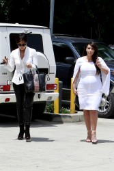 Kim Kardashian - Running errands in LA 5/16/13
