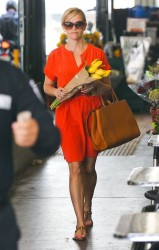 Reese Witherspoon - at Whole Foods in Westwood 5/22/13