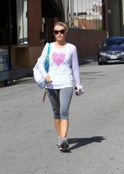 Julianne Hough - leaves the gym in LA 5/28/13