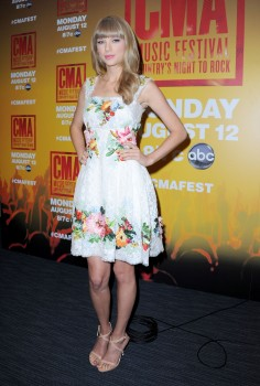 Taylor Swift | 2013 CMA Music Festival Nightly Press Conference | Nashville, TN 06/06/13