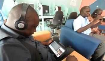 Tarif untuk warnet tablet ini adalah USD 80 sen per jam / Getty Images