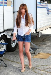 Jennifer Love Hewitt ~ Leaving her trailer on a set  London, Jun 18