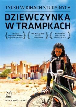 Przód ulotki filmu 'Dziewczynka W Trampkach'