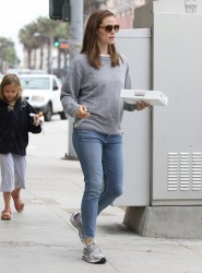 Jennifer Garner - at Staples in Santa Monica 8/5/13