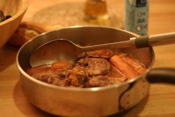 memasak babi rica-rica
