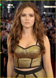 Zoey Deutch - 2013 MTV Video Music Awards 8/25/13