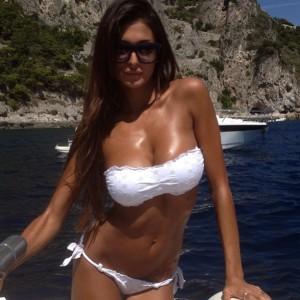 cristina-buccino-nuda-hard-porno-fake-hot-sexiest-umbrella-girl