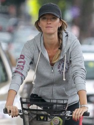 Gisele Bündchen - riding a bike in Boston 9/8/13