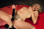 Bella Bends : Amateur MILF Gymnast Machine Plowed in the Splits! - Kink/ FuckingMachines (2013/ HD 720p)