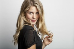2faeea279536572 Emily Bett Rickards – Amy Sussman Portrait Shoot – 2013 photoshoots