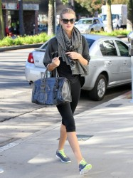 Rosie Huntington-Whiteley - heads to the gym in Studio City 10/31/13
