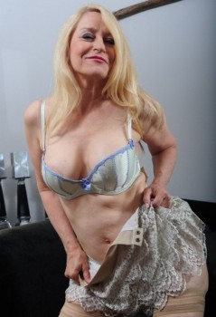 party-robin-mature-sex-together-foxxy