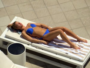 40c3c0289489596 Amy Willerton – bikini poolside candids in Sydney