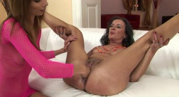 Come and play with my mature pussy and fisting - Betty Stylle, Sandora (SiteRip/CummingMatures/HD720)