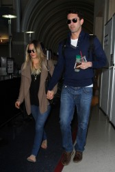 fa2cb7291665748 [Ultra HQ] Kaley Cuoco   at LAX Airport 11/27/13 high resolution candids