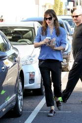 Jennifer Garner - out in Santa Monica 11/30/13