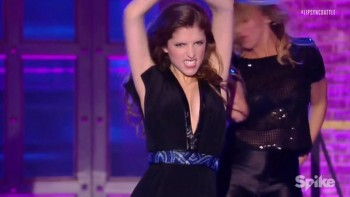 ANNA KENDRICK - BOOBs JIGGLING - Lip Sync Battle