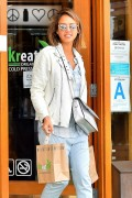 Jessica Alba Seen shopping in Santa Monica April 25-2015 x24