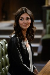 Victoria Justice - Filming the 'Undateable' Live Episode -