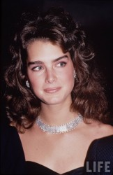 Brooke Shields young x 7HQ 0449ab410414938