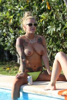 sallie axl nude